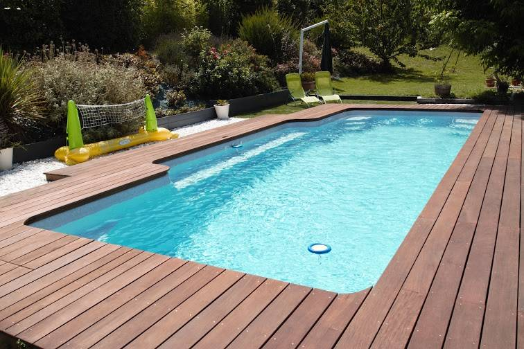 Piscine coque polyester freedom mod le pr sident julien for Piscine julien