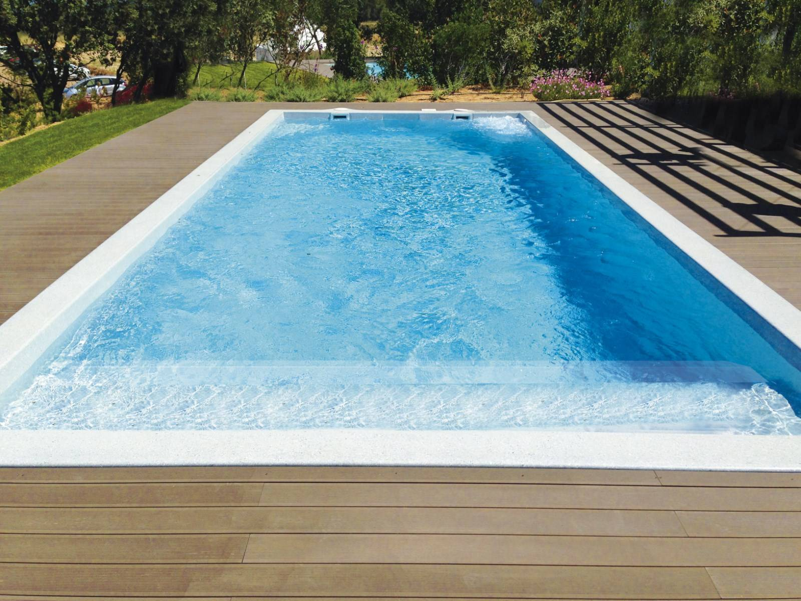 Piscine coque polyester freedom mod le riviera for Piscine 4 par 8