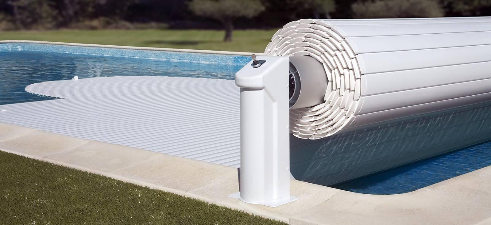 Volet hors sol sp cialiste de la piscine coque for Accessoire piscine 16