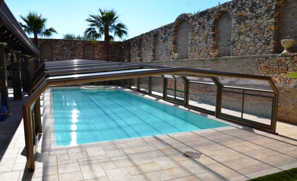 Abris de piscines sur mesure abrisol sp cialiste de la for Piscine coque sur mesure