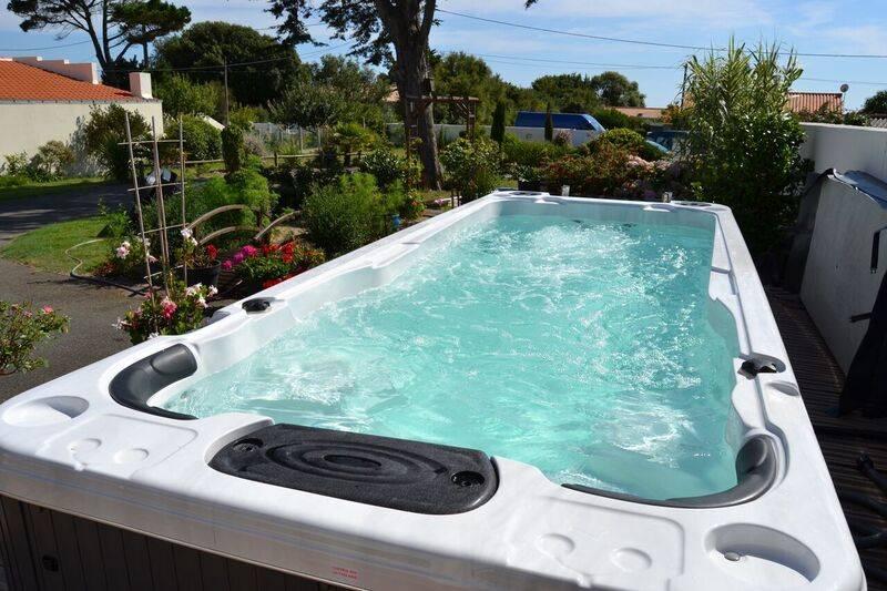 20 sur oute notre gamme de spas jacuzzis montpellier passions spas sp cialiste de la piscine. Black Bedroom Furniture Sets. Home Design Ideas